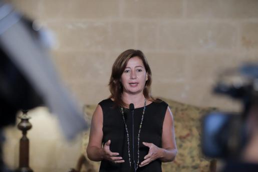 Francina Armengol muestra su descontento al ministro Ábalos.