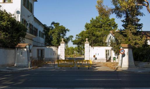 Las negociaciones entre los ministerios de Fomento y Defensa para la compra-venta del cuartel de Son Busquets continúan.