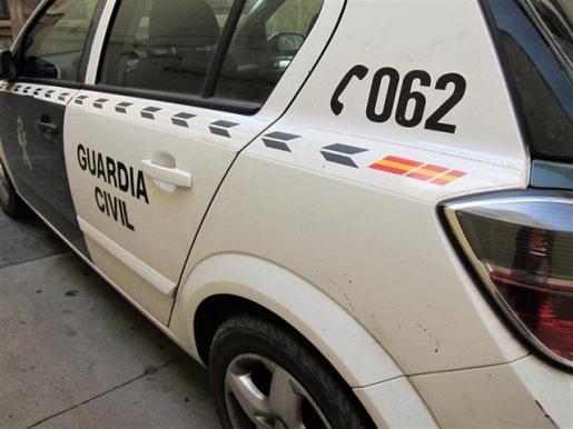 Imagen de un vehículo oficial de la Guardia Civil, al frente de la investigación del último crimen machista en la Colònia de Sant Jordi.