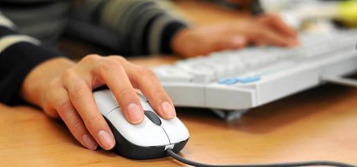 La trabajadora accedía de forma habitual a redes sociales y a medios digitales desde el trabajo.