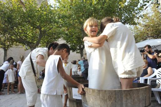 Los más pequeños, aunque fuera de concurso, disfrutaron de iniciarse en esta tradición