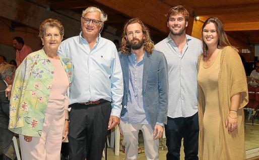 Niní Ferrer, José Luis, Pep, Óscar y Sarah Roses.