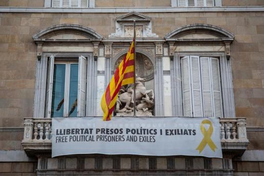Torra no retirará la pancarta del lazo de la Generalitat.