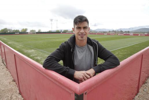 El capitán del Real Mallorca, Xisco Campos, posa en Son Bibiloni.