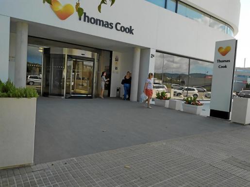 La entrada de la sede de Thomas Cook en Can Valero estaba tranquila.
