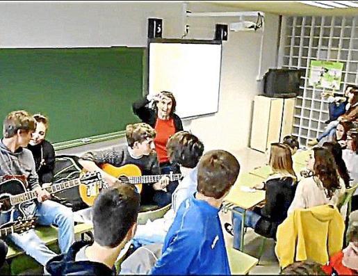 Algunas de las imágenes del vídeo musical realizado por los alumnos del instituto, que se puede ver en Youtube.
