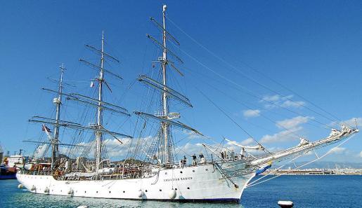 La histórica fragata noruega de 1937 a su llegada a Palma este jueves a primera hora de la tarde.