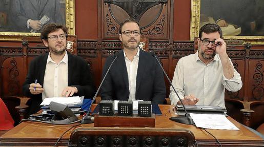 Alberto Jarabo, José Hila y Antoni Noguera, en el pleno de este jueves.