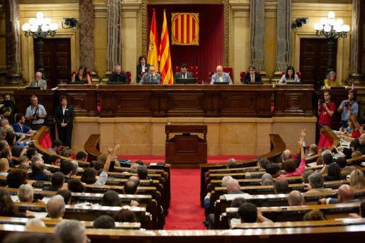 El Parlament catalán vivió momentos de tensión.