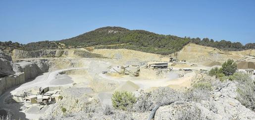 La cantera de Cas Saboners se sitúa en el kilómetro 5 de la carretera que une Sineu y Petra.