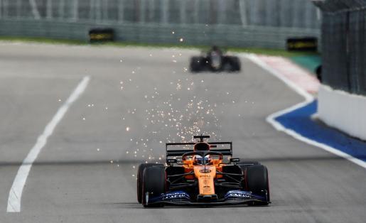 El español Carlos Sainz, durante los entrenamientos del Gran Premio de Rusia de Fórmula 1 que se disputa en el Autódromo de Sochi.