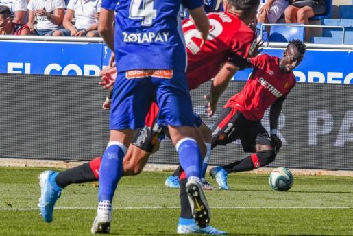 Lago Junior, en una acción del encuentro disputado ante el Alavés.