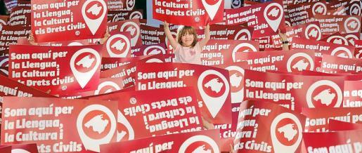 Inicialmente, las protestas y manifestaciones a favor de la lengua catalana eran para la educación y la normalización del uso social. Últimamente se centran también en los derechos civiles y lingüísticos. Arriba, una imagen de la Diada per la Llengua de 2019, cuyo lema era 'Som aquí per la llengua, la cultura i els drets civils'.