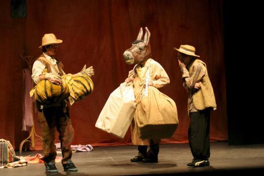 Durante la representación, donde se vio un trabajado y logrado vestuario, se apreció una buena preparación de los artistas