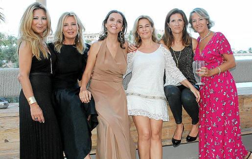 Tita y Dori Gómez, Eugenia Garcías, Rosa Díaz, Sonia Muñoz y Mamen Pecos.