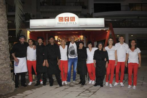 Giuseppe di Paolo y su equipo, en la inauguración del Bellavista Club & Restaurante.