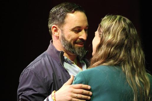 Santiago Abascal, saludando a Malena Contestí, en una imagen de archivo.