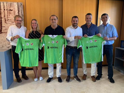 Los responsables de Hidrobal, Palma Futsal y el Ajuntament de Calvià, en el acto de presentación de la nueva denominación del equipo.