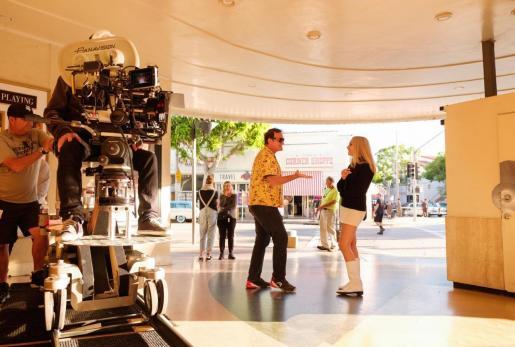 Tarantino junto a Margot Robbie durante el rodaje de 'Érase una vez en Hollywood...'
