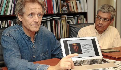 Guillem Ferrer, junto a Lino Salas, voluntario.