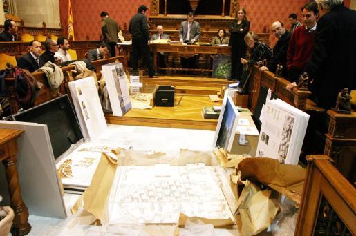 Propuestas presentadas por las empresas para comprar el solar de Can Domenge expuestas en su día en la sala de plenos del Ajuntament de Palma.