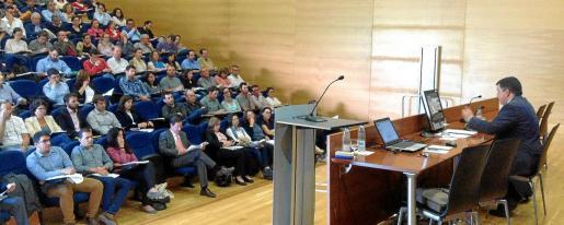 Funcionarios, abogados y arquitectos se interesan por el curso de Especialista universitario en Derecho Urbanístico y Ordenación del Terrritorio de la UIB.