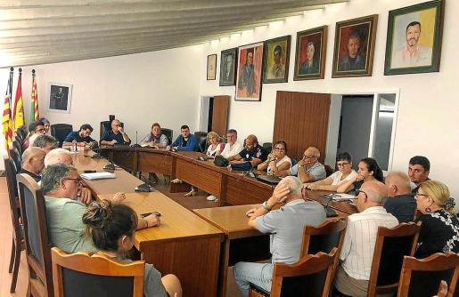 La reunión entre el equipo de gobierno y las entidades se celebró el jueves en la sala de plenos del Ajuntament.