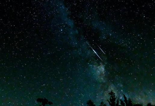 Lo mejor para poder observar una lluvia de estrellas es situarse en un lugar al reparo de la contaminación lumínica.