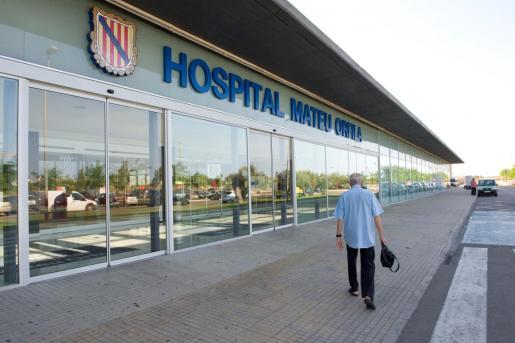 La Policía llevó a cabo registros en el hospital y en su domicilio y encontraron un disco duro en su taquilla y dos llaves con las que accedía a los vestuarios del personal femenino.