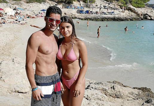 A lván y Marta, residentes en Londres, les gusta viajar fuera de temporada.