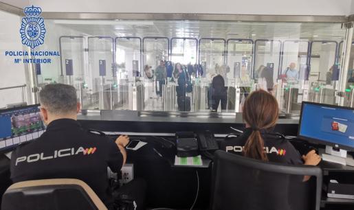 Control de pasaportes del aeropuerto de Palma.