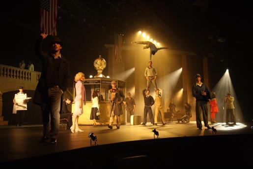 El espectáculo abarca distintas disciplinas artísticas, desde la música al baile y los números acrobáticos.