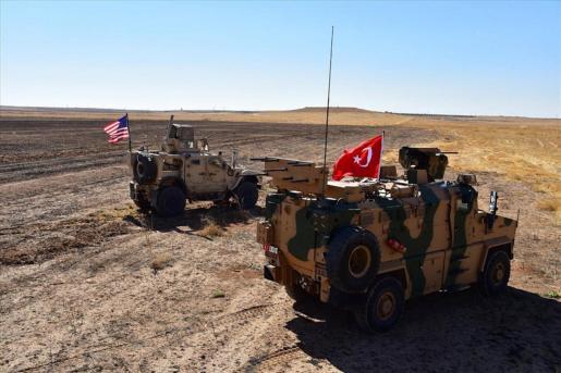 Tropas turcas y estadounidenses en Siria.