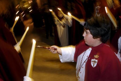 Un detalle del fervor popular que se vive en las procesiones de Semana Santa en Palma.