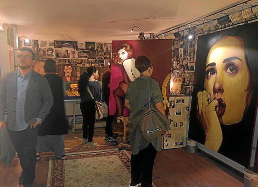 La exposición de Carlos Prieto en la capital italiana atrajo a muchos asistentes.