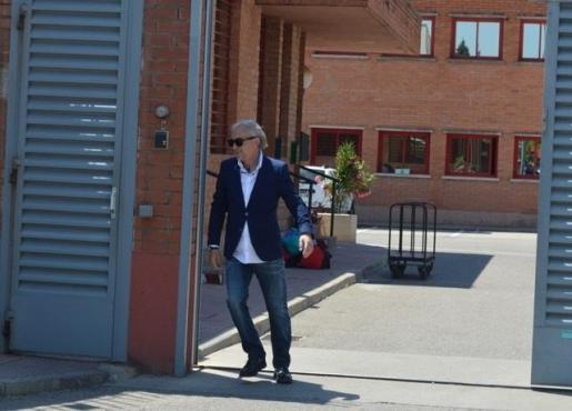Fernando Blanco saliendo de la cárcel de Lleida.