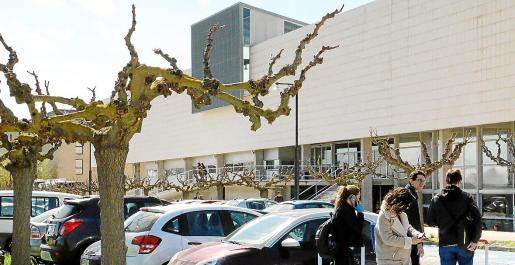 La oposición es para ocupar una docena de plazas de conserjería en edificios de la UIB.