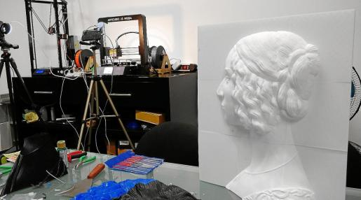 La obra Retrato de Giovanna Tornabuoni, de Domenico Ghirlandaio, ha sido de las primeras en pasar de las dos dimensiones del lienzo a convertirse en una pictoescultura. Cada uno de sus rizos puede ser ahora palpado por las personas ciegas gracias a su exhaustivo escaneo. La idea es crear una biblioteca 3D para que se puedan reproducir en cualquier otro lugar.