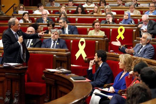 El presidente de la Generalitat, Quim Torra, responde a una pregunta del presidente del grupo parlamentario de Ciudadanos.