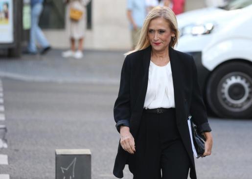 La expresidenta de la Comunidad de Madrid Cristina Cifuentes a su llegada esta tarde a la Audiencia Nacional, donde ha declarado ante el juez del caso Púnica por su presunta participación en la financiación irregular del PP de Madrid.