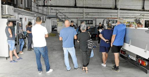 Imagen de un momento de la subasta realizada el pasado jueves en el depósito municipal.
