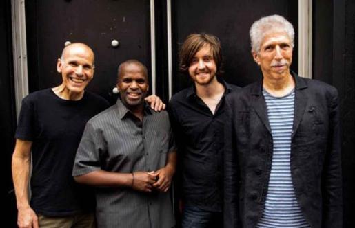 Este cuarteto estadounidense de jazz fusión se formó originariamente en 1977 llamándose The Robben Ford Group.
