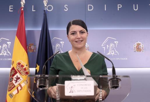 La secretaria general del grupo parlamentario de Vox, Macarena Olona, en rueda de prensa.