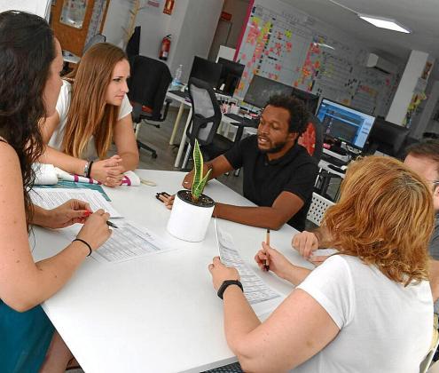 La empresa FDSA Programación nació en 2009 para ofrecer soluciones informáticas. Se ayuda del DOIP para tener estudiantes en prácticas y acude a los foros de empleo como Job Day o Tech-day para atraer a candidatos.