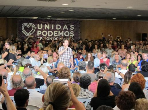 El secretario general de Podemos, Pablo Iglesias, en un encuentro con colectivos sociales de Murcia.