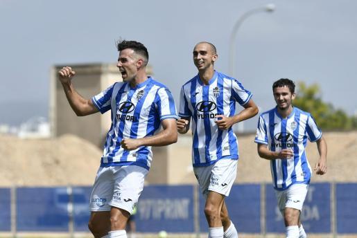 Gabarre, Iturraspe y Jordan celebran gol del Atlético Baleares.