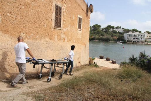 Los servicios de emergencias han acudido a la playa de Portopetro donde han encontrado el cadáver.
