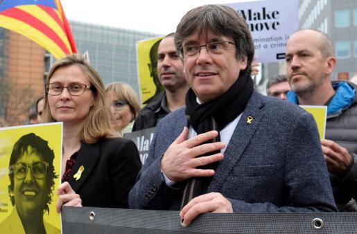 El juez del Tribunal Supremo español Pablo Llarena reactivó este lunes la orden europea de detención y entrega contra Puigdemont por los delitos de sedición y malversación.