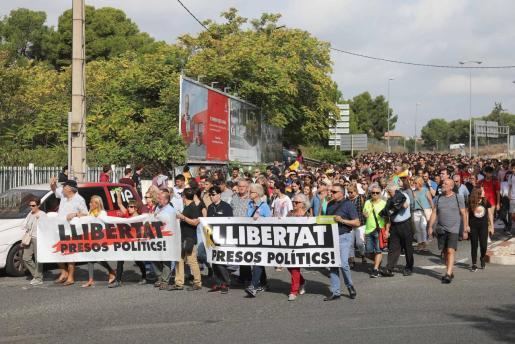 Centenares de personas se dirigen a cortar la AP-7 a la altura de Tarragona.