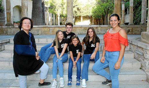 Gloria Berón, Lydia Martínez, Guiem Muñoz, María José Martínez, Begoña Servera y Paz Mercadal.